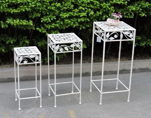 Set di sgabelli portafiori in ferro bianco stile shabby