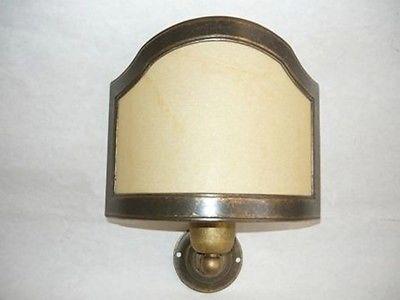 Applique in ottone brunito con paralume in pergamena classicarte