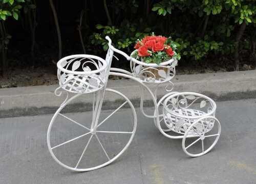 Triciclo portavasi in ferro bianco a 3 postazioni stile shabby lampade - Portavasi in ferro ...