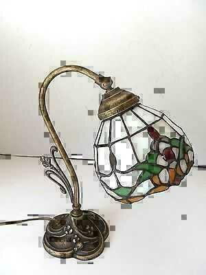 Lampada da tavolo in ottone brunito con vetro Tiffany abat-jour ...