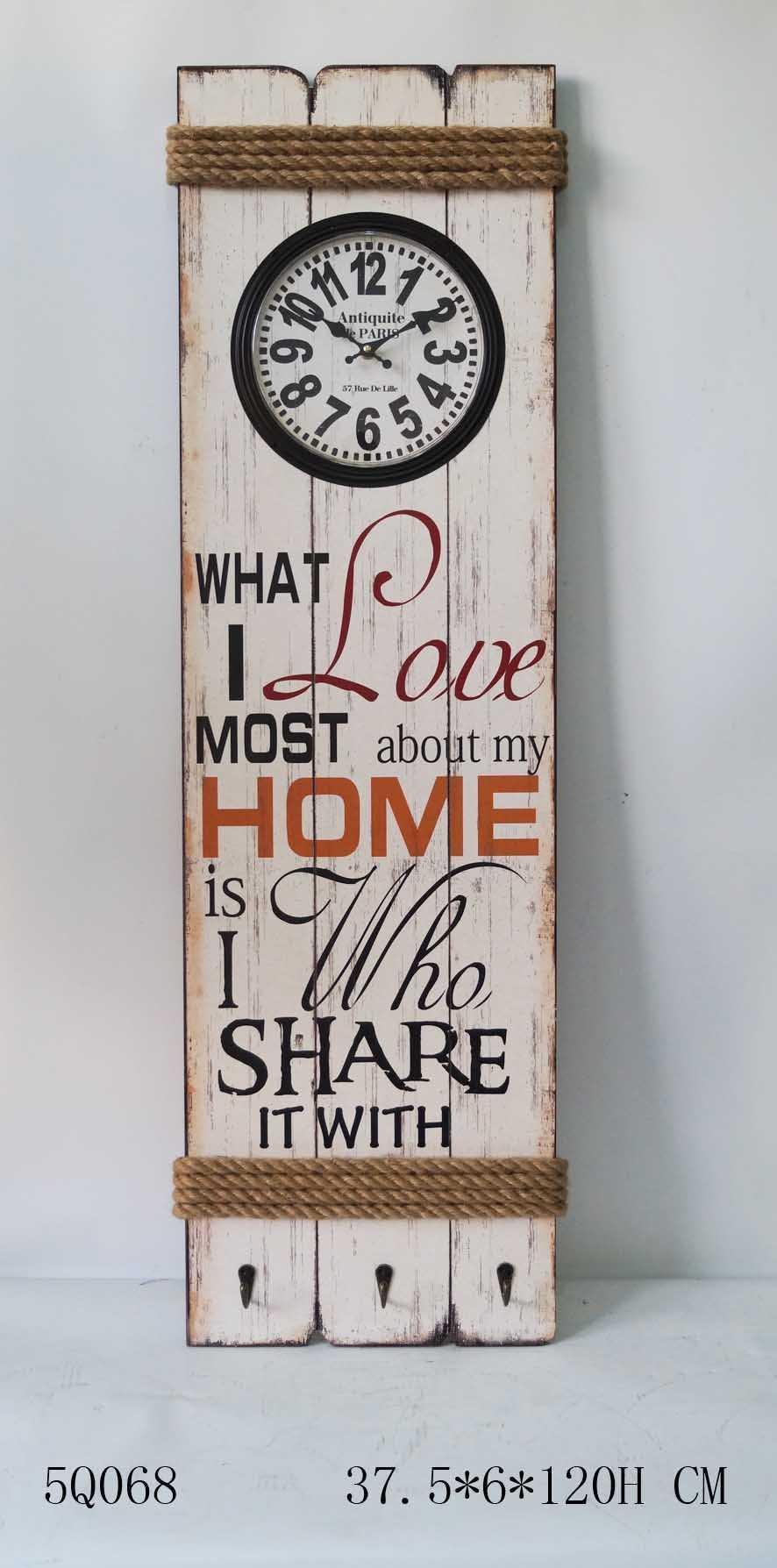 orologio da parete in legno con disegni e scritte vintage