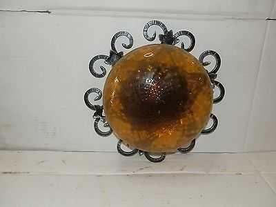 Plafoniere Da Esterno In Ferro Battuto : Plafoniera con riccioli in ferro battuto e coppa vetro ambra