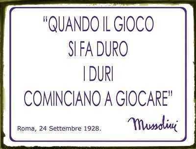 Targa In Latta Da Parete Con Frase Famosa Di Benito Mussolini